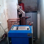 Centrala Atmos 25 kw montata intr-un spatiu ingust cu puffer de 500 litri,cascadata cu o centrala pe gaz.